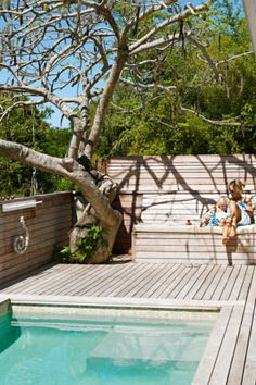 This decking provides a seat and storage box #outdoors http://www.homelife.com.au/decorating/galleries/10+best+urban+garden+designs,21935?pos=6#top