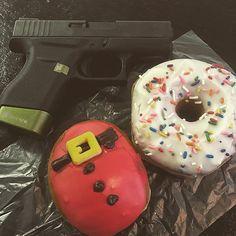 It's a two donut morning. 😒 #daraholsters #monday #krispykreme #glock43 #g43 #glock #hyvetechnologies #donuts #gunsdaily #gunfanatics #glocks