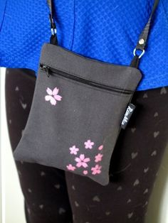 Willa Olivia Korit, Fabric Bags, Handicraft, Printing On Fabric, Leather Bag, Pouch, Textiles, Diy Crafts, Shoulder Bag