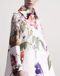 Botanical floral coat by Stella McCartney Floral Fashion, I Love Fashion, Fashion Details, Fashion Prints, High Fashion, Womens Fashion, Fashion Design, Botanical Fashion, Fashion Ideas