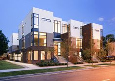 A model of urban architecture and the urban renaissance of north Denver, the Zuni townhomes are wood-framed urban infill units in the Highlands. Modern Townhouse, Townhouse Designs, Oz Architecture, Urban Apartment, Rooftop Patio, Hotels, Building Design, Highlands, Trust God