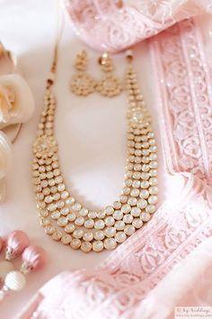 Indian Jewelry Sets, Indian Wedding Jewelry, India Jewelry, Ethnic Jewelry, Indian Weddings, Cute Jewelry, Gold Jewelry, Jewelry Accessories, Pearl Jewelry