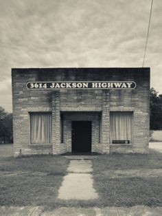 USA, Alabama, Muscle Shoals Area, Sheffield, Muscle Shoals Sound Studios, Recording Studio Photographic Print by Walter Bibikow at Art.com