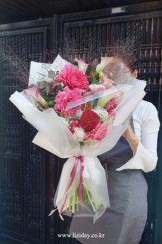 Contact : lizi@liziday.com . . . . . #flowers #liziday #flowergift #gift #koreaflower #koreanflorist #florist #flowerarrangement #flowerbox #handtied #꽃다발 #꽃다발포장 #flowerclass #flowershop #flowerwrapping #wrapping #bouquet #플로리스트 #리지데이 #koreanflorist #kstyleflower #koreanflower #kstylewrapping #koreahandtied