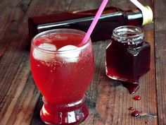 Sirop de visine | CAIETUL CU RETETE Hurricane Glass, Pantry, Drinking, Mousse, Deserts, Beverages, Food And Drink, Pudding, Cooking