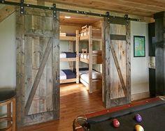 chambre enfant avec déco en bois
