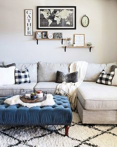 Nothing like a comfy little living room all cozied up for Fall. And you better believe we spent a good majority of the day right there! That's what football Sundays are for, right? . Don't forget to make your way to @dreamingofhomemaking next and follow through the rest of the loop for all of the amazing Fall inspiration that was shared by these talented people this weekend: @oscarbravohome  @irisnacole  @mk_interiors_  @thisisourbliss  @athomewiththebarkers  @polishedhabitat…