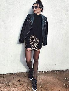 Traitée avec sobriété, la mini jupe léopard devient envisageable (jupe Zara - photo Looknatamelie)