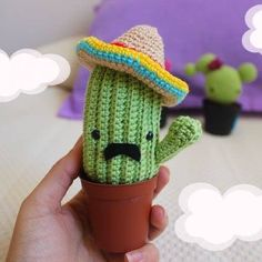 Ravelry: Cactus amigurumi pattern by Inmaculada Montero - no English available. Crochet Diy, Cactus En Crochet, Crochet Puff Flower, Easy Crochet Projects, Crochet Flower Patterns, Crochet Doll Pattern, Crochet Patterns Amigurumi, Crochet Gifts, Crochet Dolls
