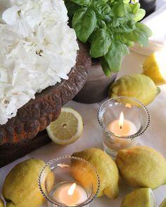 Gorgeous Rustic decoration for summer wedding in Tuscany #weddingdecors #florals #weddingdesign #lemons #lemonsdecora #tuscanwedding #rusticwedding #italyweddingflowers #tuscany #countrywedding #floraldesign