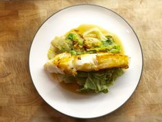Fish with cooked Iceberg Lettuce Cooking Classes, Tasty Dishes, Lettuce, Cabbage, Easy Meals, Low Carb, Salad, Stuffed Peppers, Fish