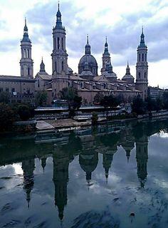 Atardecer sobre el Pilar, refrescos sobre el río Ebro. Zaragoza España