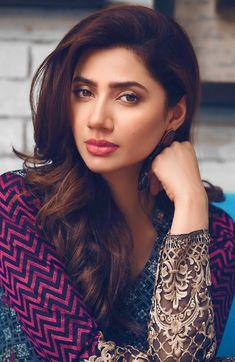 Beautiful Muslim Women, Beautiful Indian Actress, Beautiful Actresses, Cute Beauty, Beauty Full Girl, Mahira Khan Photos, Pakistani Actress Mahira Khan, Mahira Khan Dresses, Dehati Girl Photo