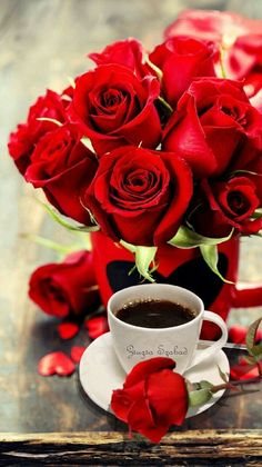 Coffee and flowers Good Morning Roses, Good Morning Coffee, Good Morning Images, Coffee Gif, Coffee Images, Coffee Break, Sweet Coffee, I Love Coffee, My Coffee