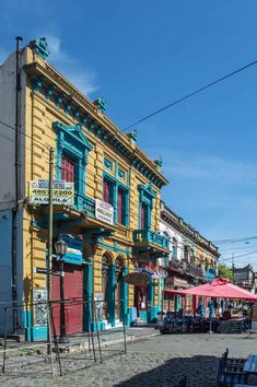 The colourful, and incredibly touristy Caminito district in Buenos Aires, Argentina | heneedsfood.com