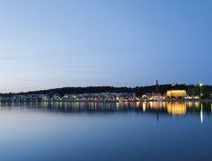 Lahden vieressä sijaitsee Päijänne niminen järvi.Päijänne on Järvi-Suomesta yksi isoin järvi.Myös Lahti on todella hieno kaupunki.Kirjoitti Jasmin
