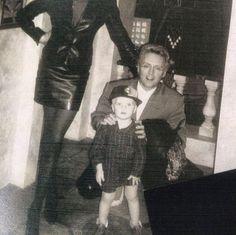 Here comes the Black Queen — santa-rog: Roger & Rufus Brian May, John Deacon, Roger Taylor Queen, Queen Pictures, Queen Photos, Ben Hardy, Drummer Boy, Queen Freddie Mercury, Queen Band