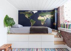 kids bedroom decor with a world map and striped rug - Best Interior Design Ideas Home Bedroom, Modern Bedroom, Bedroom Decor, Bedrooms, Bedroom Wall, Build A Platform Bed, Elevated Bed, Cool Bunk Beds, Workshop Design