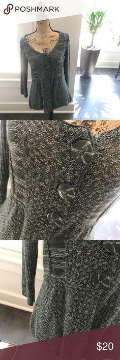 {Tiara Petite Sweater} So precious! EUC Tiara Sweaters