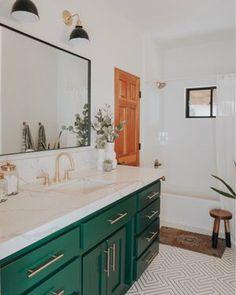 Useful Walk-in Shower Design Ideas For Smaller Bathrooms – Home Dcorz White Bathroom Interior, Modern Bathroom, Small Bathroom, Master Bathroom, Bathroom Ideas, Big Bathrooms, Bathroom Mirrors, Bathroom Remodeling, Bathroom Lighting