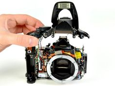 Partes importantes:objetivo,diafragma,mecanismo de enfoque,obturador,visor y sensor.