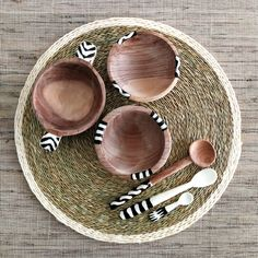 OLIVE WOOD BOWL AND SPOON SET | AFRICA OH AFRICA | ONLINE STORE #spice #wood #bowls #Kenyan #gift #woodspoons #bonespoons #capetown #handmade #olivewood #bowl  #africaohafrica Kitchen Accessories, Accessories Shop, Olive Wood Bowl, Wooden Platters, Africa Online, African House, African Home Decor, Wood Spoon, Party Ideas