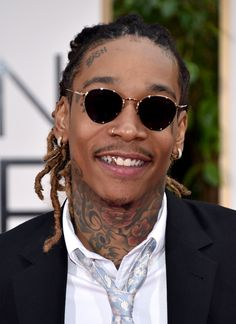 The 12 Best Beauty Looks From the Golden Globes Iced Out Grillz, Silver Grillz, Diamond Grillz, Face Tats, Grills Teeth, Round Sunglasses, Mens Sunglasses, Gold Fronts, Gold Teeth