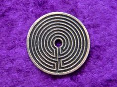 Labyrinth coin printed Labyrinth side in polished grey steel. Challenge Coins, Edc Gear, Coining, 3d Printing, Men Cave, Stone, Cnc, Prints, Accessories