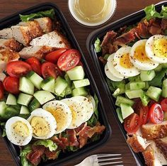 Who else makes a priority on Sunday because they know it leaves them feeling healthier and with more time during the week? _ Twin meal preps for the win! How about delicious Chicken Cobb salads? The hubs sure is happy. This was part of my cooki Lunch Meal Prep, Meal Prep Bowls, Healthy Meal Prep, Healthy Salad Recipes, Lunch Recipes, Diet Recipes, Healthy Snacks, Healthy Eating, Chicken Recipes