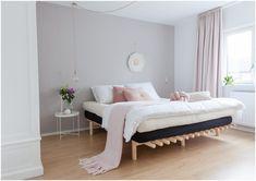Karup Design bed in roze slaapkamer stijl