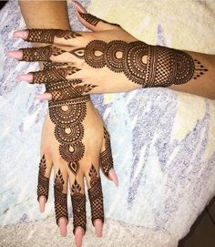 Get Karwa Chauth Mehndi Designs. Get Step by Step Henna (Mehandi Designs) for Karva Chauth that are Specially Designed to Impress Husband. Simple Arabic Mehndi Designs, Henna Art Designs, Mehndi Designs 2018, Mehndi Designs For Girls, Bridal Henna Designs, Beautiful Mehndi Design, Tattoo Designs, Circle Mehndi Designs, Bridal Mehndi