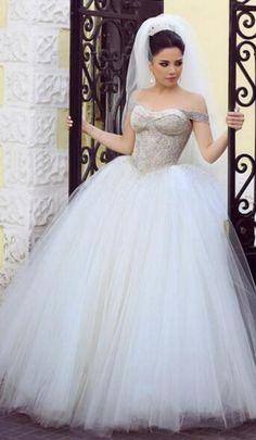 #WeddingDresses #bridalDress #bridalGown #weddingDress