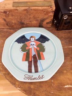 Hamlet/wall plate/art nouveau/Scandinavian/höganas/designed by Åke Arenhill/ by WifinpoofVintage on Etsy Aqua Blue, Blue Green, Plate Art, Plates On Wall, I Am Happy, Green Colors, Art Nouveau, Scandinavian, I Shop
