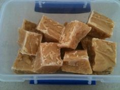 Authentic Scottish fudge, that is firm and dry on the surface, but once you pop it in your mouth, it crumbles and easily melts. Crumbly Fudge Recipe, Cake Stall, Scottish Recipes, Fudge Recipes, Keto Recipes, Cake Recipes, Ham And Cheese, Freundlich, Tray Bakes