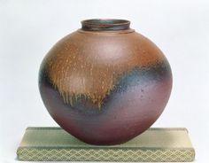 Bizen-yaki, an ancient school of pottery in Okayama, Japan. Old Pottery, Raku Pottery, Japanese Ceramics, Japanese Pottery, Japanese Culture, Japanese Art, Japanese Food, Moon Jar, Okayama