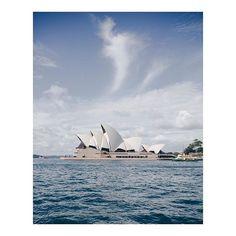 Il y a différentes façons d'explorer Sydney. Je recommande de monter dans un ferry à Circular Quay et de se laissser porter. Sur ces ferries vert et jaune qui vont et viennent devant l'Opéra, le temps s'arrête. Ils nous offrent l'opportunité de profiter simplement de celle que j'appelle la plus belle baie du monde !  #seeaustralia #ilovesydney #ilovensw