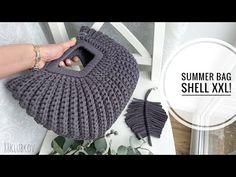 САМАЯ ЛЕТНЯЯ СУМКА-РАКУШКА XXL! СУМКА КРЮЧКОМ) ВЯЗАНАЯ СУМКА, СУМКА ИЗ ТРИКОТАЖНОЙ ПРЯЖИ/ШНУРА/ДЖУТА - YouTube Crochet Clutch, Crochet Hats, Summer Bags, Shells, Handmade Bags, Knitting Yarn, Denim Fashion, Crochet Stitches, Bag Making
