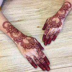 8 Modern Style Backside Hand's Mhendi Design - New Mhendi Designs Henna Hand Designs, Dulhan Mehndi Designs, Simple Mehndi Designs Fingers, Henna Flower Designs, Pretty Henna Designs, Modern Henna Designs, Latest Bridal Mehndi Designs, Mehndi Designs For Beginners, Mehndi Designs For Girls