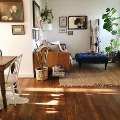 Sven Charme Tan Sofa - Netflix Movies - Best Movies on Netflix - New Movies on Netflix Interior Design Living Room Warm, Home Interior, Living Room Designs, Interior Decorating, Decorating Ideas, Decorating Websites, Tan Sofa, Home Living Room, Apartment Living