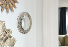 Try this IKEA mirror hack - transform an IKEA Heat Trivet into a glamorous mirror for your wall! Paper Furniture, Simple Furniture, Diy Furniture Projects, Diy Projects, Ikea Dining Chair, Dining Tables, Ikea Mirror Hack, Ikea Inspiration, Best Ikea
