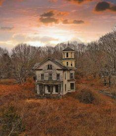 Abandoned Farm Houses, Old Abandoned Buildings, Old Farm Houses, Abandoned Mansions, Old Buildings, Abandoned Places, Spooky Places, Haunted Places, Creepy Houses