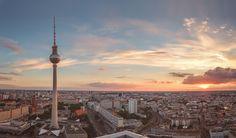 Motivauswahl  Ich bin in Berlin geboren und aufgewachsen. Ich liebe Berlin mit all ihrenMacken und Kanten. Berlin ist keine Stadt, die man so hinnimmt, entweder man liebt sie oder man kommt überhaupt nicht mit ihr klar. Ich liebe sie und ich fotografiere sie auch gerne. Vor allem Architektur und ähnliche Motive mag ich an dieser Stadt.