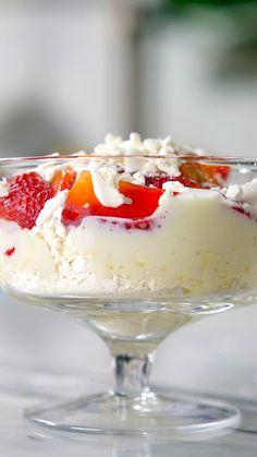 Pin by Tastemade Brasil on Receitas com Morango [Video] Trifle Desserts, Mini Desserts, Pavlova, Sweet Recipes, Cake Recipes, Punch Bowl Cake, Savoury Cake, Diy Food, Clean Eating Snacks
