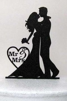 Bride and groom silhouette cake topper...lovely. #AspirationalBride