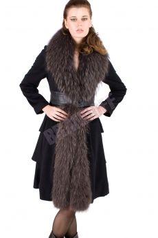 Зимнее пальто с капюшоном из искусственного меха