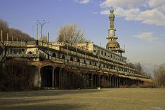 Città fantasma, Consonno, Lombardia, foto di O.Cartu., via Flickr http://blog.viaggiverdi.it/2013/08/bellissimi-borghi-abbandonati-una-nuova-forma-di-turismo/
