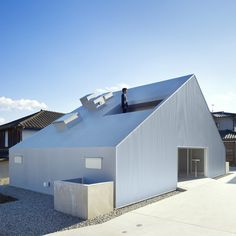 japanese architecture practice takao shiotsuka atelier has shared with us images of 'cloudy house', a two-storey private dwelling in. Houses Architecture, Japanese Architecture, Residential Architecture, Interior Architecture, Industrial Architecture, Interior Design, Oita, Gable Roof, Small Buildings