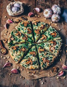 This cheesy vegan garlic mushroom and spinach pizza is perfect when you want a quick dinner that's not only delicious, but also healthy! This recipe is simple, and it's the best pizza you will ever have! Pizza Vegana, Baked Mushrooms, Spinach Stuffed Mushrooms, Best Pizza Dough, Good Pizza, Vegan Vegetarian, Vegetarian Recipes, Healthy Recipes, Pizza Recipes