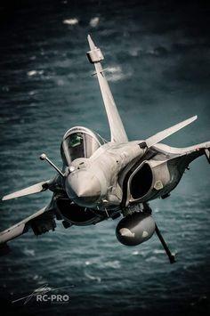 Dassault Rafale M💫 Daha fazlası için; Jet Fighter Pilot, Air Fighter, Fighter Jets, Airplane Fighter, Fighter Aircraft, Military Jets, Military Aircraft, Rafale Dassault, Photo Avion