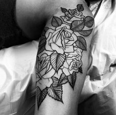Love this, beautiful roses & gorgeous placement Half Sleeve Tattoo Upper Arm, Rose Tattoo On Arm, Rose Tattoos, Underarm Tattoo, Get A Tattoo, Tattoo Art, Under My Skin, Body Modifications, Beautiful Roses